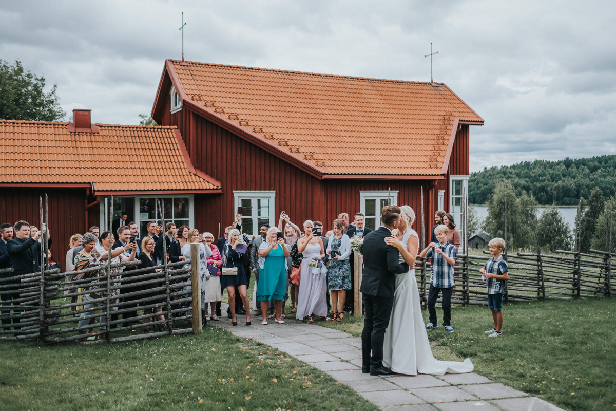 authentic, brudpar, bröllop, bröllopsfotograf, bröllopsfotografering, bröllopsfotografi, calm, connection, couples, johan, photographer, fotadig.nu, fotograf, fotografering, full day coverage, glad, glädje, glädjefyllt, heldag, jonas burman, joyful, känslor, lugn, camilla, camilla and johan, camilla och johan, moment design, photography, tavelsjö, tavelsjö kapell, sommar, sverige, sweden, umeå, västerbotten, wedding, wedding photographer, wedding photography, ärligt