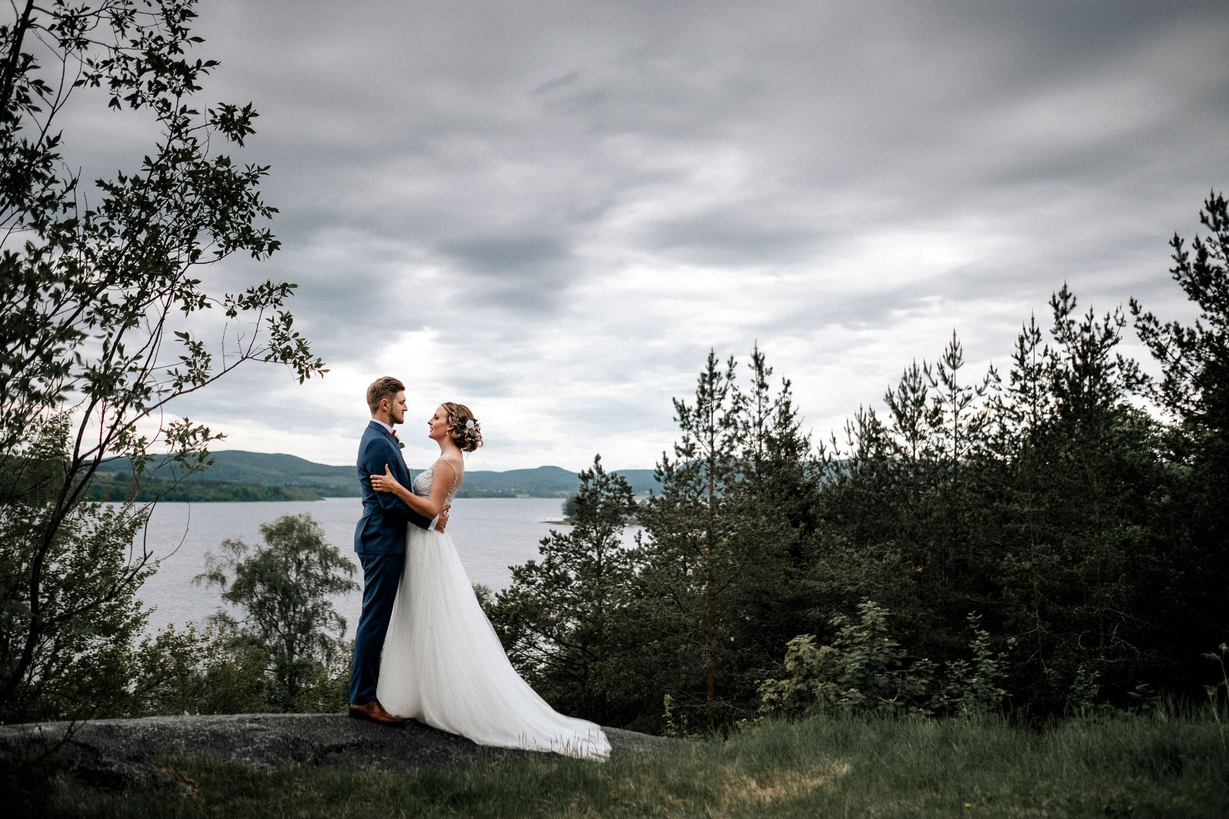 © Fotograf Jonas Burman, wedding, bröllop, brudpar, berg, hav, höga kusten, wedding trends