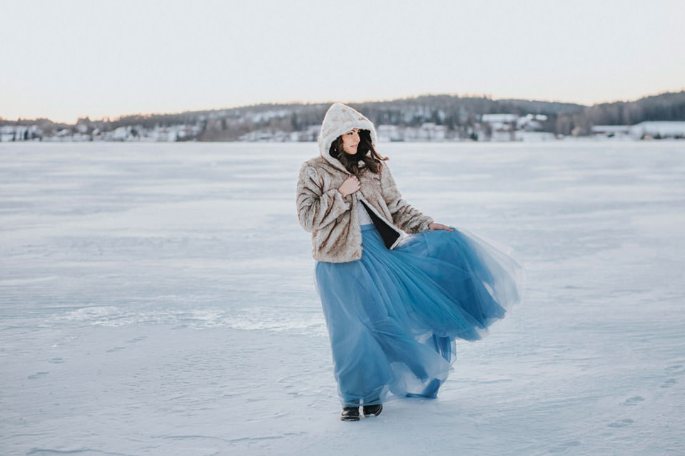 © Fotograf Jonas Burman Photography, Wedding, vinter, winter, bröllop, tulle, skirt, ellen marie bridal, sisters in law, bridal tulle, bridal tulle skirt, bridal skirt, color bridal skirt