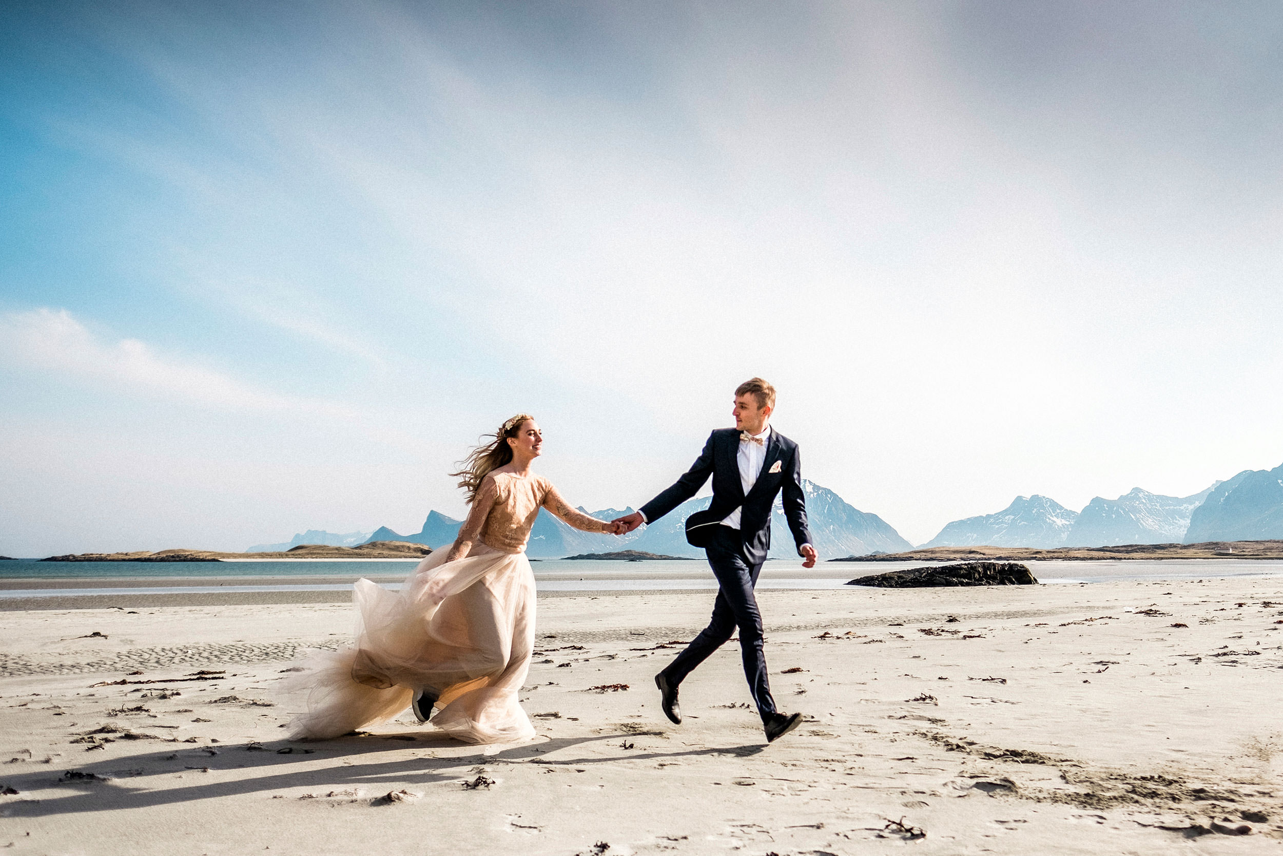 © Fotograf Jonas Burman Photography, Wedding, Iceland, Island, Norway, Norge, Sweden, Sverige, Cannes, bröllop, tulle, skirt, ellen marie bridal, sisters in law, bridal tulle, bridal tulle skirt, bridal skirt, color bridal skirt, estela garro atelier, bröllopsinspiration, bröllopsfotograf Umeå